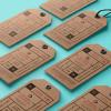 ブランデイングに最適!ロゴデザインのイメージを高めてくれるハイクオリティなモックアップ「40 Free Label Mockups (PSD & Vector)」